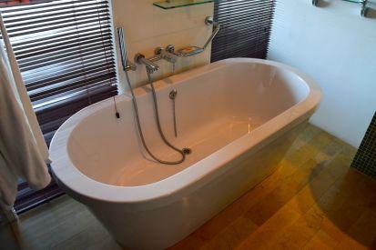 Showpiece tub