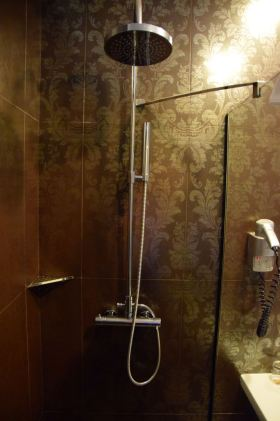 Palazzo Zichy Room Bath Shower