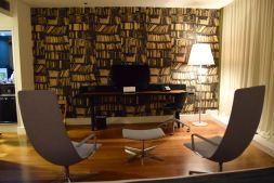 Holiday Inn Tbilisi Room TV