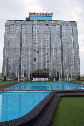 hotel-palm-beach-pool-terrace