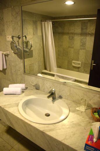 hotel-palm-beach-room-sink