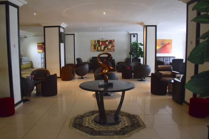 hotel-palm-beach-seating