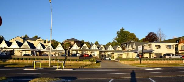 gables-lakefront-motel-header