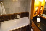 langham-auckland-room-bath