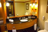 langham-auckland-room-bathroom