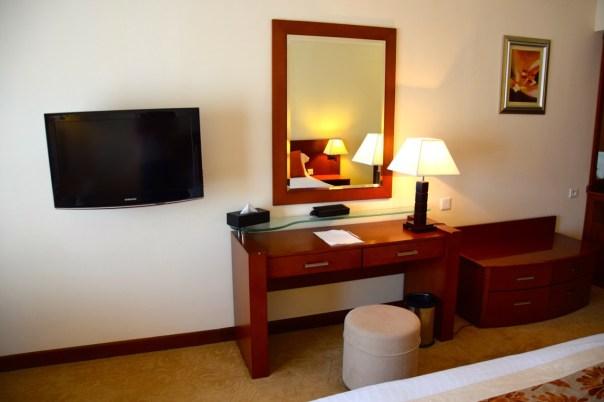 ledger-plaza-bangui-room-desk
