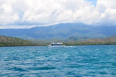 loloata-resort-diving-boat