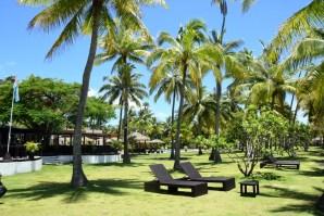 lomani-island-resort-garden