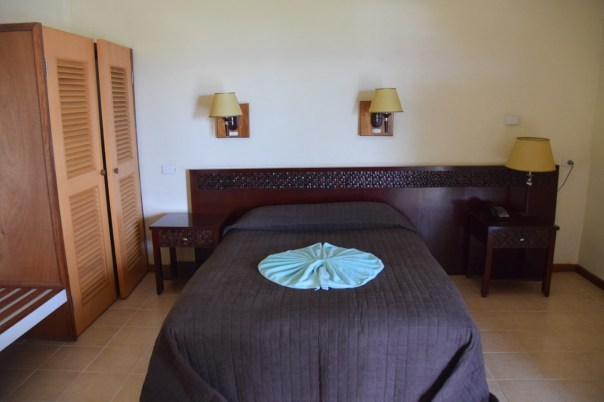 hotel-honiara-suite-bed
