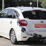 スバル・インプレッサ、車内に排ガス入れる謎の写真!