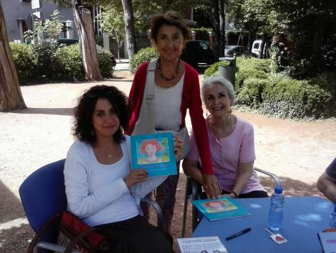 """Machus Tallón, autora,  y Elisabteth Gentet, ilustradora,  firmando """"La historia de Marga"""""""
