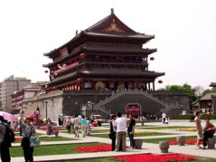 The Drum Tower in 2005. A park has been built between the Bell and Drum towers, with an upscale shopping mall underneath it!