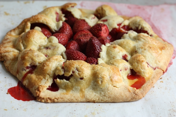 free form strawberry tart recipe | writes4food.com