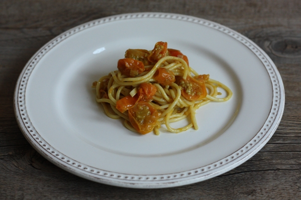 recipe for pasta with Sun Gold tomato sauce (via Bon Appetit) | writes4food.com