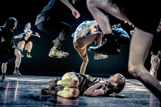Ultima Vez in Wim Vandekeybus's What the Body Does Not Remember (photo © Danny Willems)