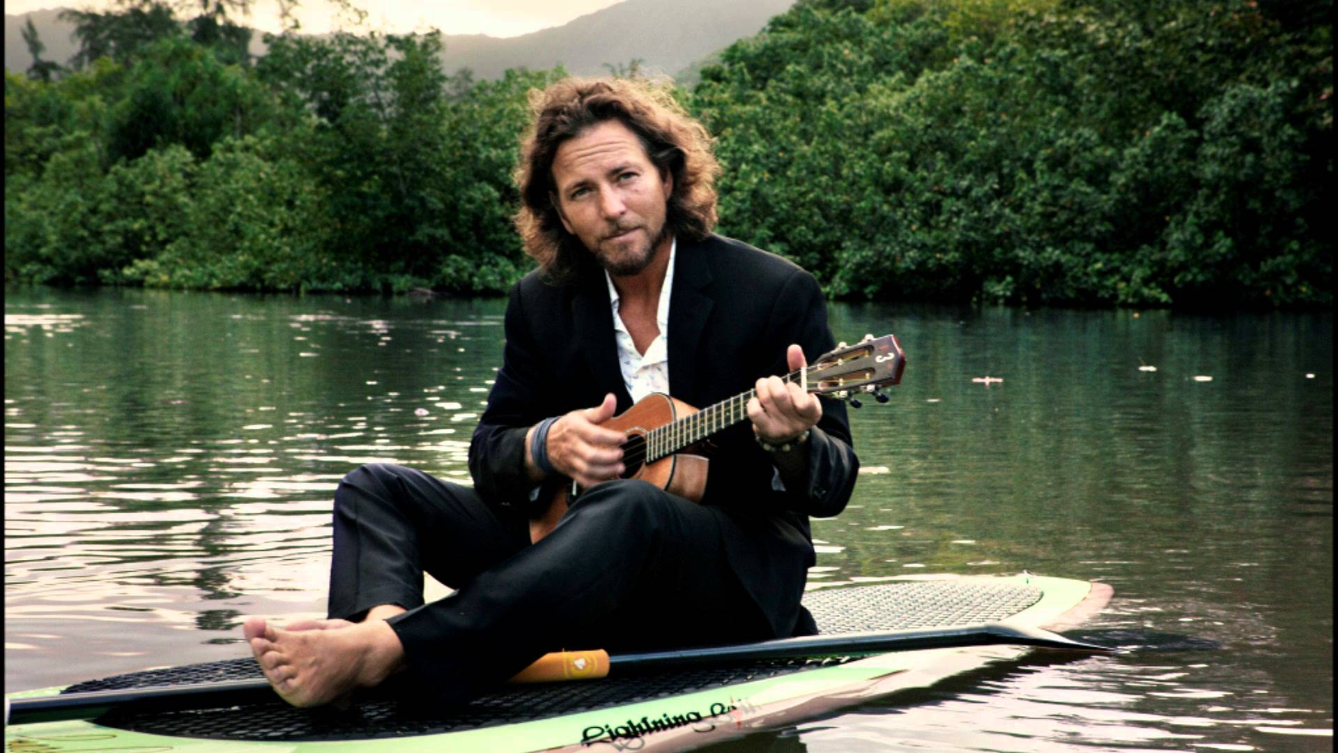 eddie vedder with a ukelele
