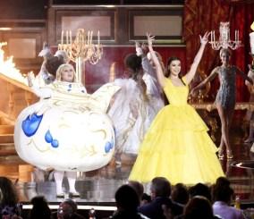 「胖艾美」蕾貝威爾森 在現場穿起「茶壺」裝搞笑