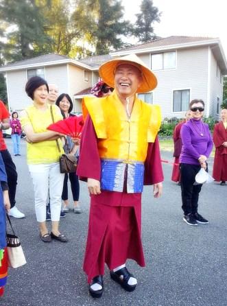 2017年6月23日,聖尊蓮生活佛在西雅圖開示,提到《定中之定》,告訴弟子一個真相:「原來,執著神通也是成佛的一大阻礙。」圖為師尊在西雅圖雷藏寺留影。