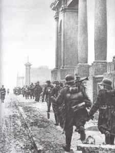 German troops enter Kharkov.