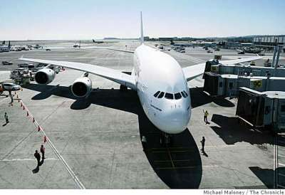 Emirates' decked-out A380 jet drops by SFO - SFGate