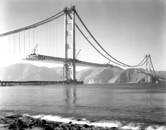 On November 18, 1936 the two sections of the main span were joined in the middle.