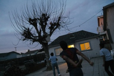 Alonzo Mendoza plays basketball in the backyard with his two younger brothers after school. (Jeremy Raff/KQED)