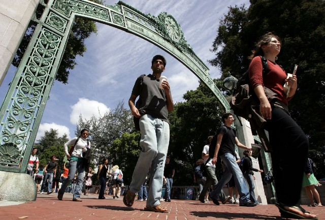 UC Berkeley students walk through Sather Gate in this photo from 2007. (Justin Sullivan/Getty Images)