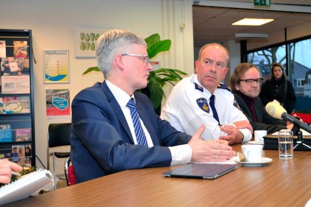 burgemeester Theo Weterings van Haarlemmermeer en teamchef Haarl