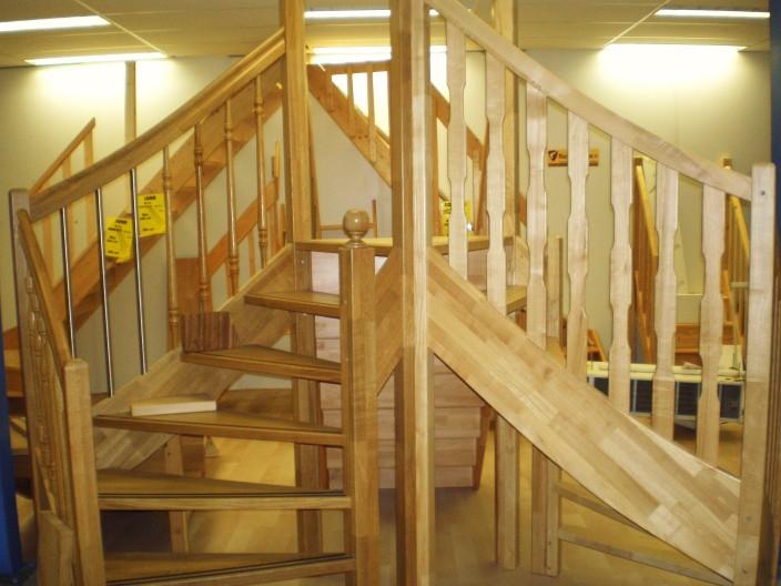 Houten trappen op maat gemaakt bij maatkracht for Houten trappen op maat gemaakt
