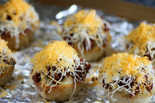 fill with chili grate cheese on tope cheese chili french fries Ground beef or cubes or beef Add bean, tomato paste, canned tomatoes, bay leaf Canned tomatoes, beans, tomato paste chili cupcake french fry savory
