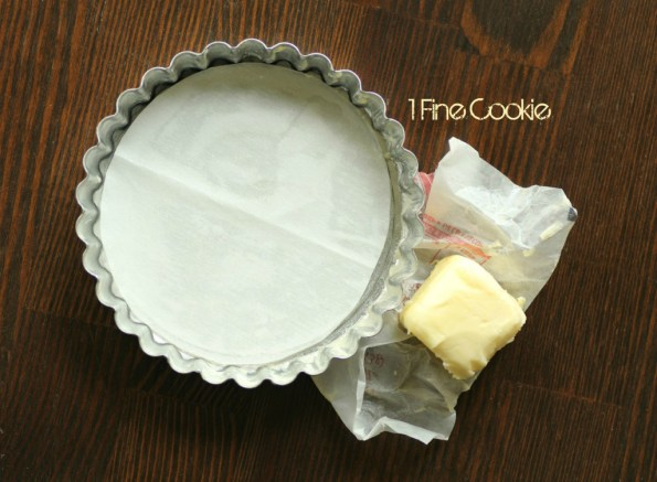 How to use a tart pan by 1 Fine Cookie, tart, crust, fruit, fresh, creamy, cream, filled, butter, crust, recipe, dessert, chevron, graphic, preppy, food, idea, print, heavy, light, pink, seed, how, to, make, dough, baked, kitchenaid, small, bake, large, blog, foodie,