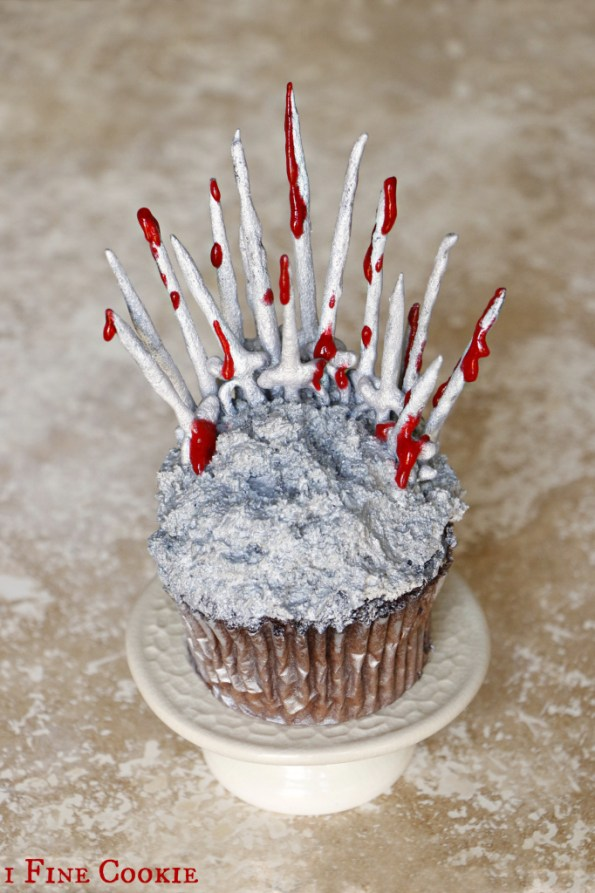 Game Of Thrones Cake and Cupcake ideas, Game Of Thrones Cake and Cupcake ideas, How to, DIY, homemade, home, make, chocolate, mold, easy, cheap, flour, powdered, sugar, confectioners, swords, object, hack, silicone, affordable, raspberry, sauce, GOT, throne, chocolate, swords, how to, DIY, medieval, cake, decorating, dripping, Game of Thrones, silver, spray, blood, fantasy, sci-fi, cupcakes, mini, fondant, party, viewing, ideas, ice and fire, recipe, royal, menu, tv, television, geek, food, fan, show, season, 1, 2, 3, 4, 5, preview, finale,
