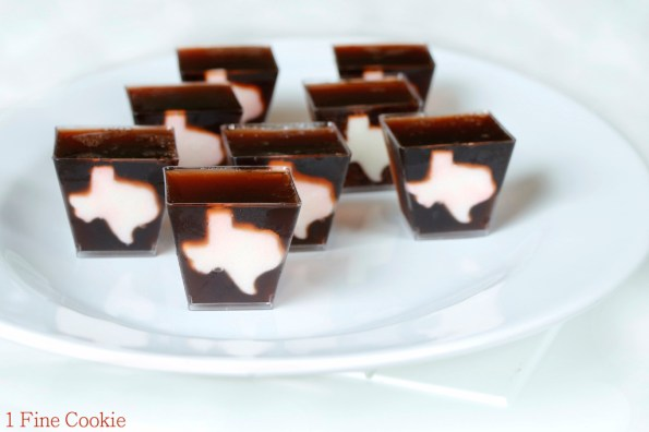 Dr.Pepper and Whiksey Texas Jello Shots, Texas, Dr. Pepper, Whiskey, Jello Shots, shape, state, white, jelly, shots, shooters, country, south, cute, party, cherry, soda, how to, diy, ratio,