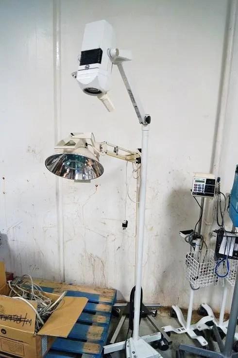 1 Burton Mobile Surgical Light for Sale (2)