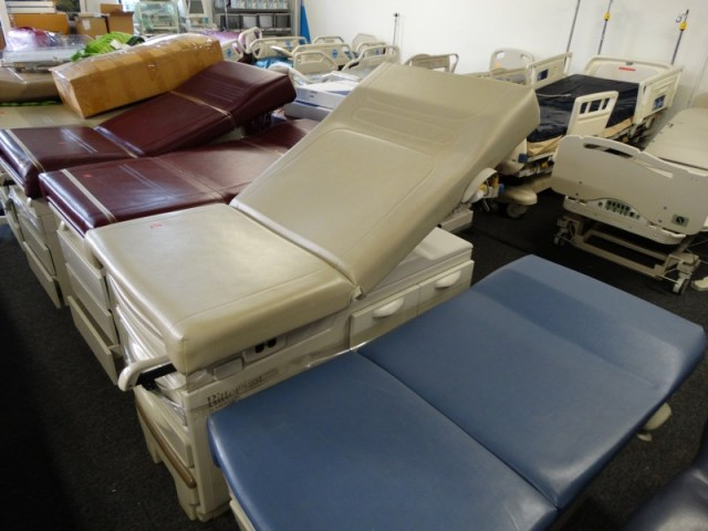 1 Ritter 204 manual exam table for sale