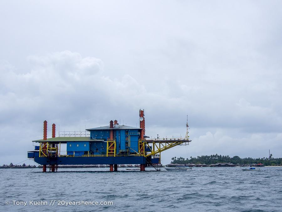 Seaventures oil rig dive resort