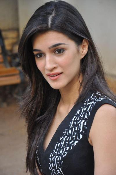 Kriti Sanon New Photos at 1 Nenokkadine Interview ...