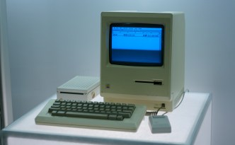 Macintosh-2C_Google_NY_office_computer_museum