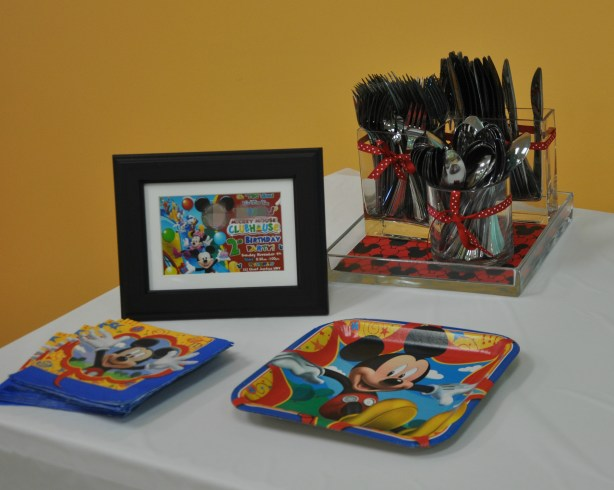 Mickey Mouse Birthday Party table