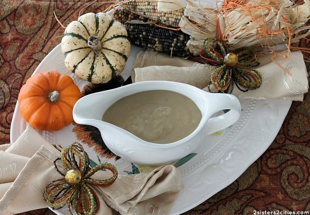 Make-Ahead Turkey Gravy {from 2 Sisters 2 Cities}
