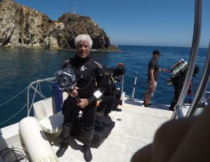 Bill Macdonald preparing to dive with the 360Abyss.