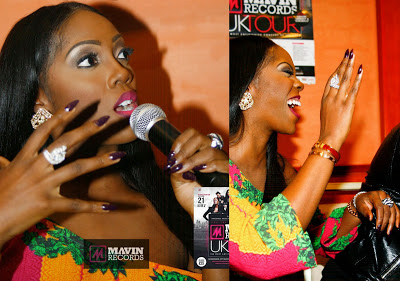 Another look at Tiwa Savage's decoy wedding ring, as seen on her hand on Sunday