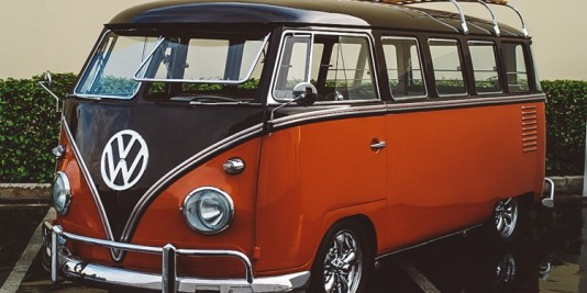 6_Volkswagen-Electric-Hippie-Van-750x400