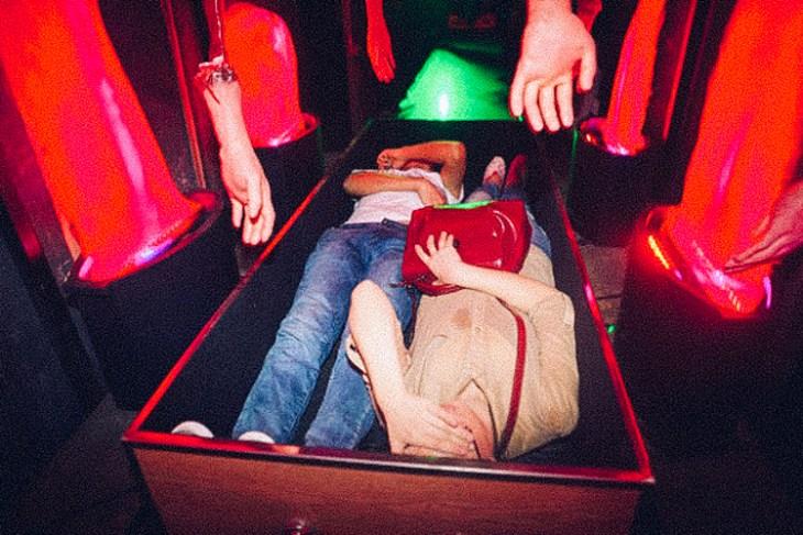3_Chinese-amusement-park-death-simulator
