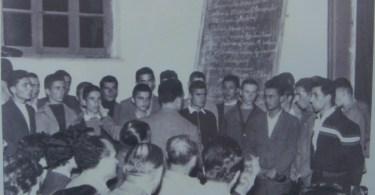 1959 Ελένη Βαρμάζη: Χορωδία του Γυμνασίου με μαέστρο τον φυσικό Καλπακτσόγλου.