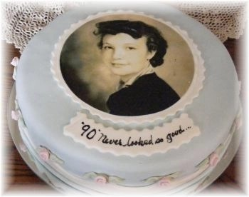Cake Decorating Ideas For A 90 Year Old : 90th Birthday Cakes - Cake Ideas for Ninety Year Olds