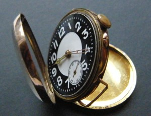 Trench_watch_1916_gold