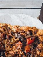beer braised caramelized onion + bbq chicken pizza