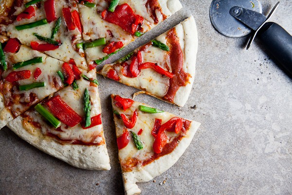 Healthy-Delicious_Smoked Mozzarella Asparagus Pizza-2