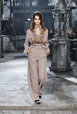 Chanel_runway_fashion_magazine_social (25)